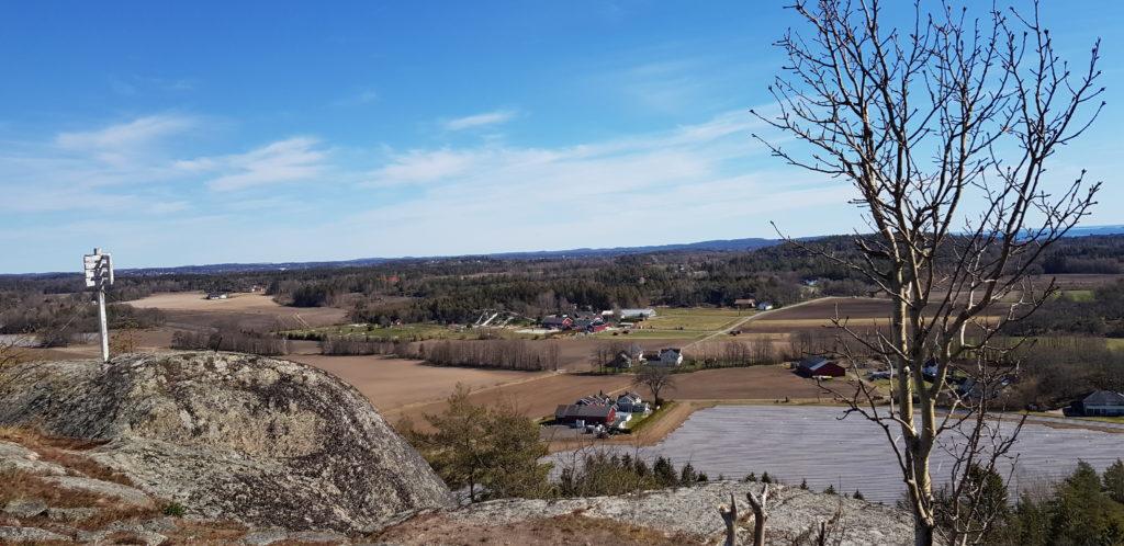 Utsikt mot Foldvik familiepark fra 6.post på Brattås.